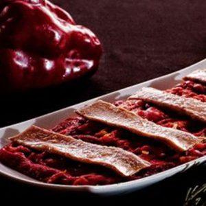 Ensalada de pimientos asados en leña con ventresca de atún